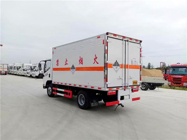 CLW5045XZWC5型杂项危险物品厢式运输车图片