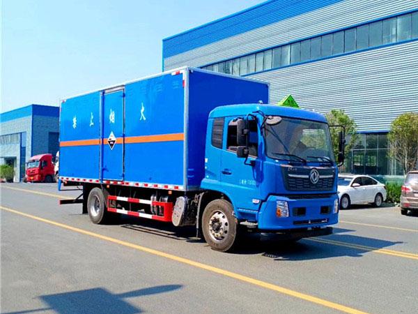 东风天锦腐蚀性物品厢式运输车(6.2米-6.6米)