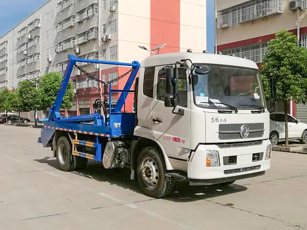 东风天锦摆臂式垃圾车