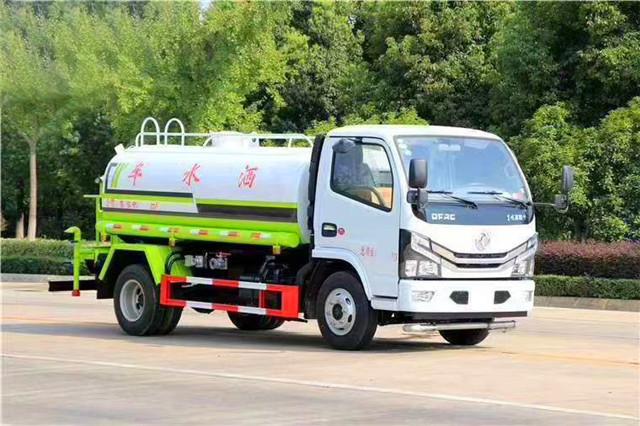 国六东风小多利卡洒水车(5吨)