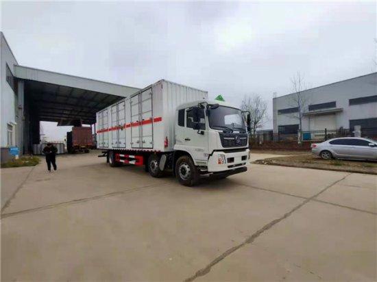 东风天锦小三轴腐蚀性物品运输车(15吨),腐蚀性物品厢式运输车